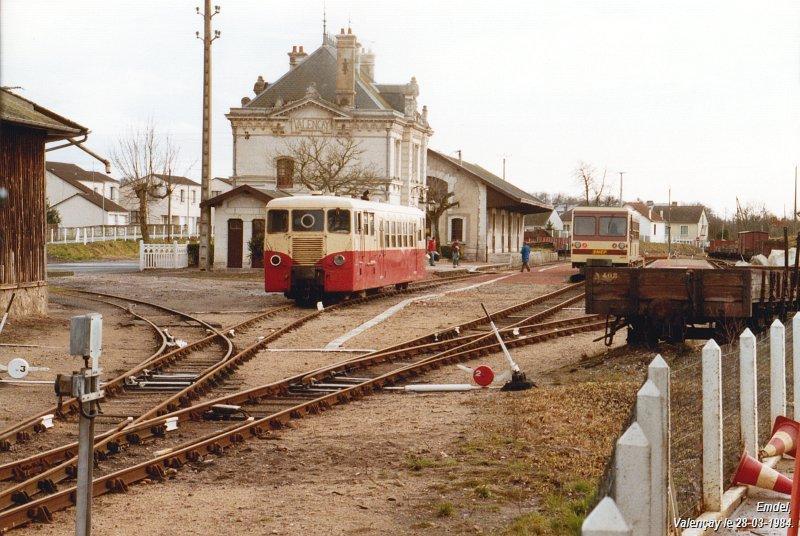 Pk 234,7 : Gare de Valençay (36) 19840328-valencay
