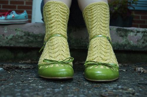 Provocare tricotat nr. 1 - Şosete, botoşei, jambiere. Green-knit-socks-with-mary-janes