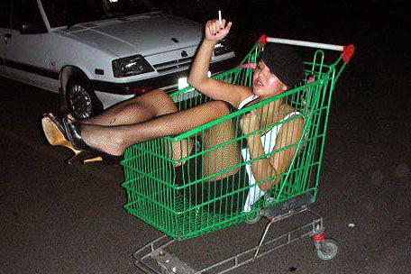 Bolje biti pijan nego star - pijanstvo i alkohol u fotografiji! :D Drunk-girl-grocery-cart
