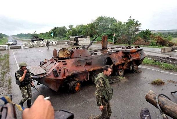 Ucrania destituye al presidente Yanukovich. Rusia anexa la Peninsula de Crimea, separatistas armados atacan en el Este. 1467358