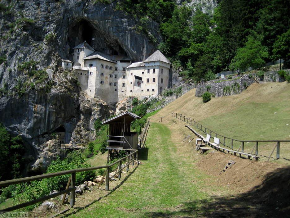Dvorci koje verovatno nikada nećete posedovati - Page 2 IMG_4273_predjamski_grad_s_prizorisca_big