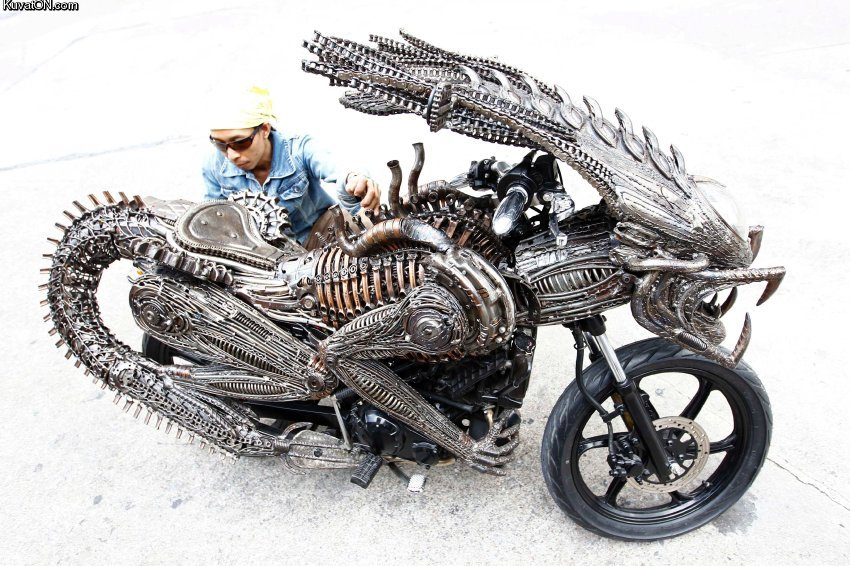 L'univers des Geeks - Page 7 Alien_bike