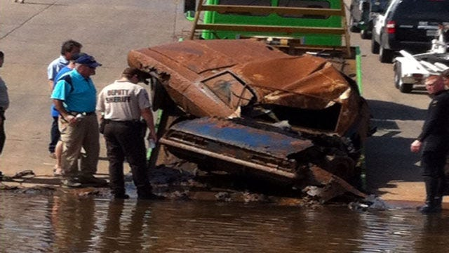 two cars found in lake, one is 69 camaro 23459758_BG2
