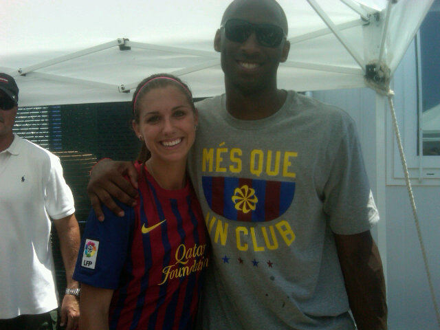 ¿Cuánto mide Alex Morgan? - Altura - Real height Kobe_bryant_scores_own_goal_in_mia_hamms_charity_match