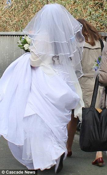 عروس تستقل الباص العمومى لتصل لفرحها 2-jpg_061136