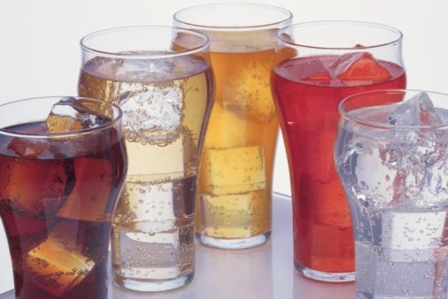 المشروبات الغازية والفوارة تماثل خطورة التدخين على صحة الإنسان Fizzy-JPG_113707