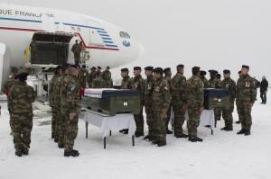Afghanistan : comment rendre hommage à nos soldats ? L'Afghanistan, c'est 13 ans de campagne menée par l'armée française sur ordre du gouvernement, un gouvernement élu par le peuple français. 2401-afghanistan-soldats-francais-guerre_0-300x199