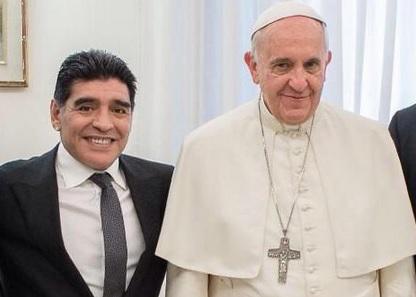 ¿Cuánto mide el Papa Francisco? - Altura - Pope Francis Real height Papa_Francisco_y_Maradona-Partido_por_la_paz-Maradona_en_el_Vaticano_MILIMA20150423_0120_8