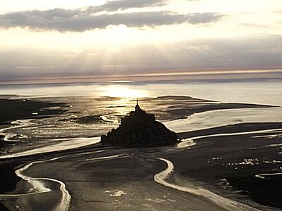 """""""Voici donc treize siècles que le Mont-Saint-Michel existe ! Treize siècles d'histoire. Treize siècles de vie religieuse, politique et militaire 1167447994"""