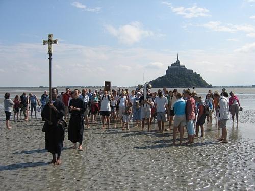 """""""Voici donc treize siècles que le Mont-Saint-Michel existe ! Treize siècles d'histoire. Treize siècles de vie religieuse, politique et militaire 1912636871"""