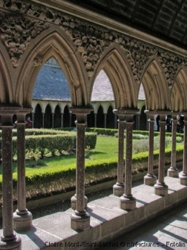 """""""Voici donc treize siècles que le Mont-Saint-Michel existe ! Treize siècles d'histoire. Treize siècles de vie religieuse, politique et militaire 763833719"""