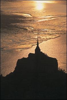 """""""Voici donc treize siècles que le Mont-Saint-Michel existe ! Treize siècles d'histoire. Treize siècles de vie religieuse, politique et militaire 860773450"""