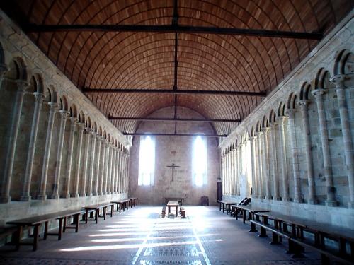 """""""Voici donc treize siècles que le Mont-Saint-Michel existe ! Treize siècles d'histoire. Treize siècles de vie religieuse, politique et militaire 967461322"""