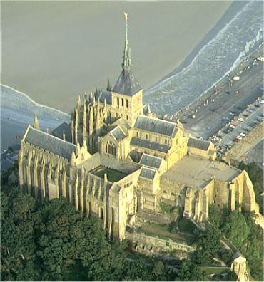"""""""Voici donc treize siècles que le Mont-Saint-Michel existe ! Treize siècles d'histoire. Treize siècles de vie religieuse, politique et militaire 1302769684"""