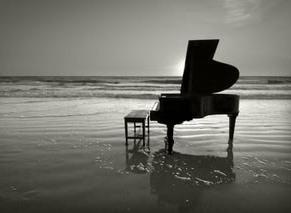 Si te fueras a una isla desierta... Piano-en-la-playa