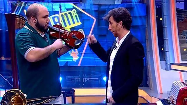 ¿Cuánto mide Kiko Rivera? - Estatura y peso Kiko-rivera-violin-hormiguero--644x362