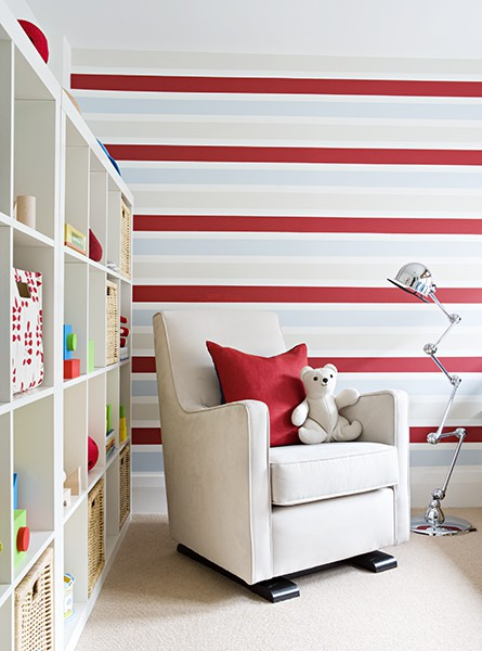 *Tessychou* [Sous pente: Chambre=11m² + Mezzannine=20m²] Avis P.4?? Rouge-bleu-blanc-papier-peint-horizontales-rayures