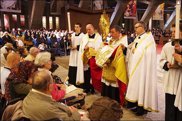 Lourdes : Messes Internationales-Processions Eucharistiques-Infos!! - Page 20 Report_08_lourdes_2016_001