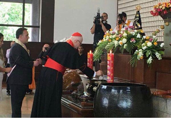 Image choquante (Clip vidéo du Pape François)  171028_bresil_bouddha_eglise_03