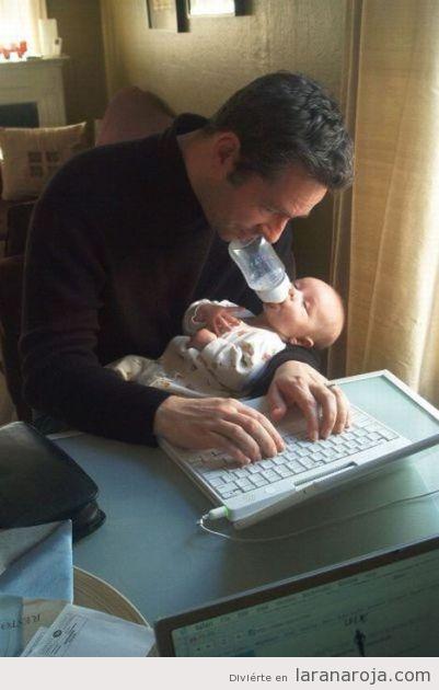 வேடிக்கையான சில படங்கள்... - Page 3 Foto-graciosa-padre-geek-ordenador-cuidando-bebe