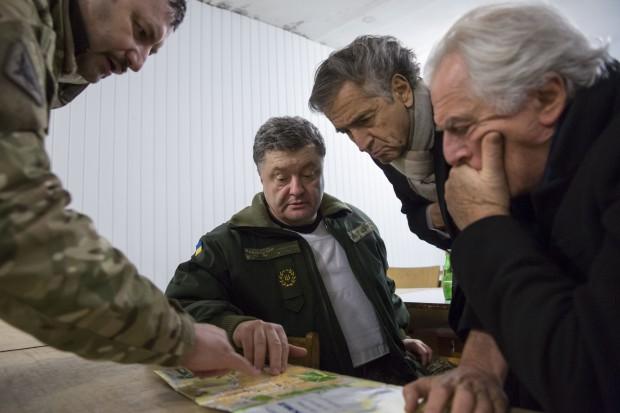 Vers la guerre en Ukraine ? - Page 12 Porochenko-Kramatorsk_Bernard-Henri_Levy-Ukraine-620x413
