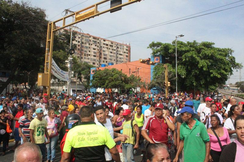 Protestas 2016 Multitud-enardecida-MARIA-E