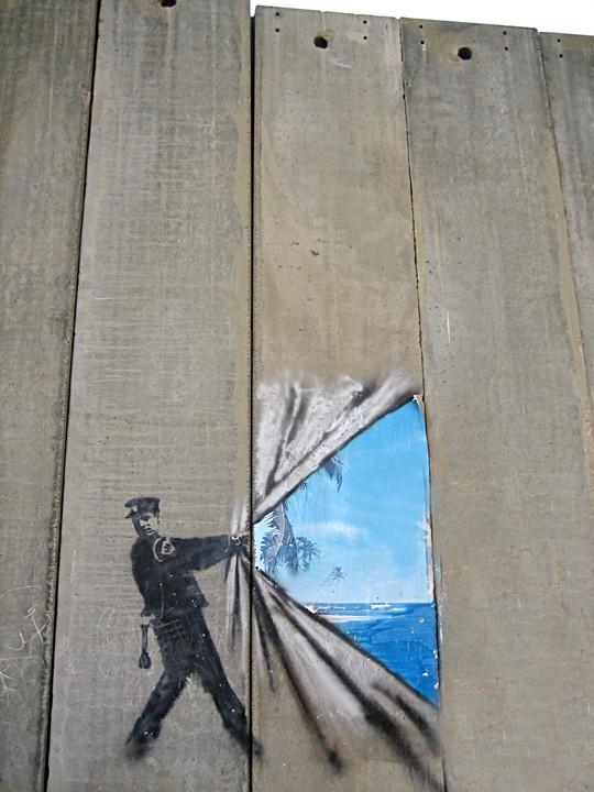 اكبر مجموعه من الصور على الانترنت لرسومات على الجدار العنصري الفاصل Wall-graffiti
