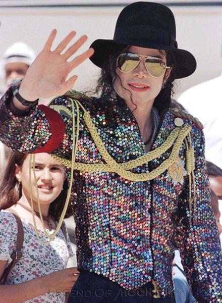 Raridades: Somente fotos RARAS de Michael Jackson. - Página 4 971002_capetown-arrival01