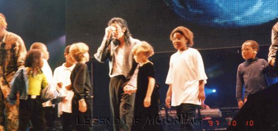 Raridades: Somente fotos RARAS de Michael Jackson. - Página 4 971010_johannesburg03