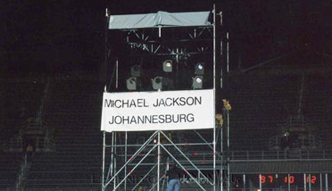 Raridades: Somente fotos RARAS de Michael Jackson. - Página 4 971012_johannesburg01