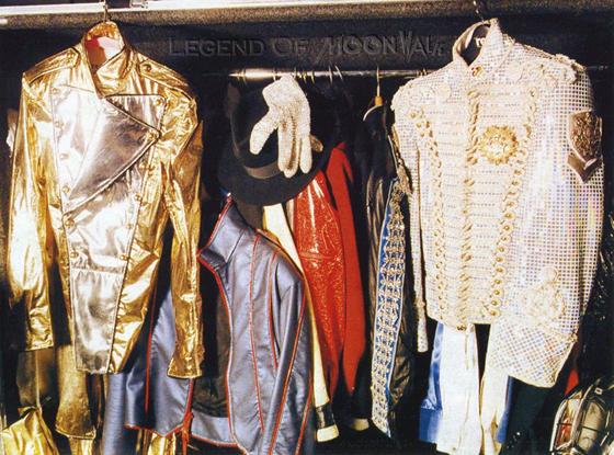 Raridades: Somente fotos RARAS de Michael Jackson. - Página 4 His_costume