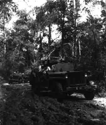 Un peloton original et peu connu :  Le peloton de jeeps blindées du 9ème escadron du 1er REC  (Laos - mai-novembre 1953) . Gadoue