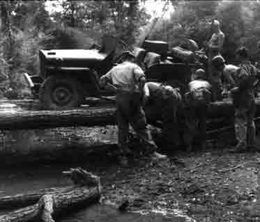 Un peloton original et peu connu :  Le peloton de jeeps blindées du 9ème escadron du 1er REC  (Laos - mai-novembre 1953) . Troncs