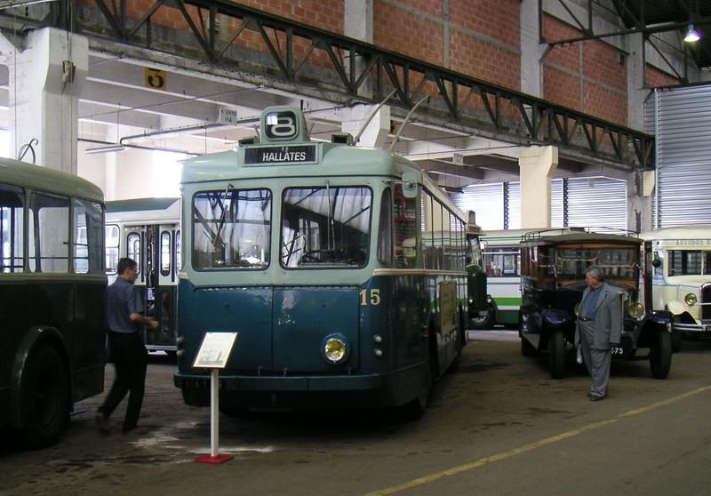 Photos historiques du réseau havrais (bus, tram, funi...) - Page 6 Lehtb15vetracolombessept2004r9