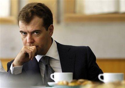 [Photo] l'Irl de Csp ! - Page 2 Medvedev-concerned