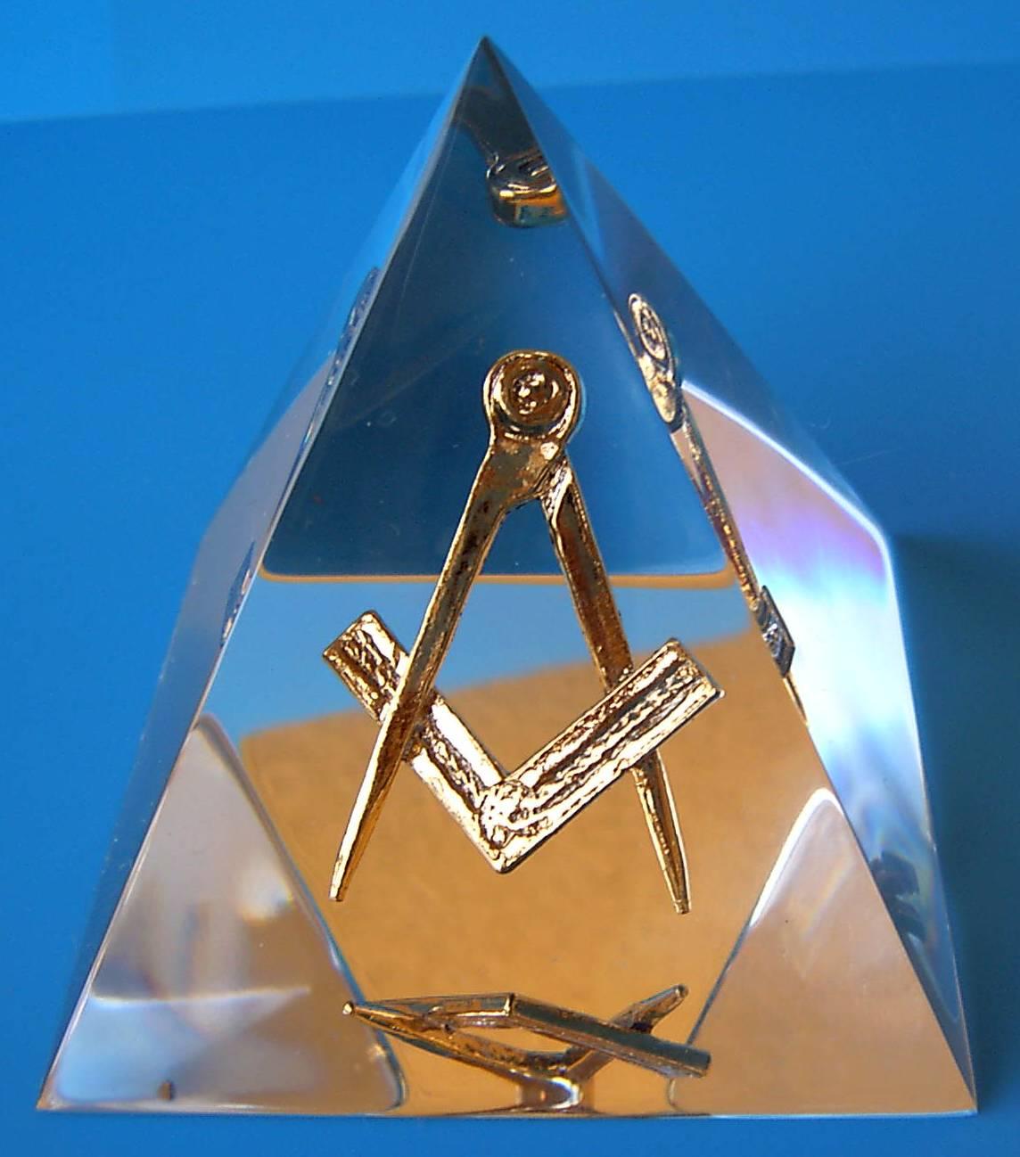 L'œil qui voit tout; tous les symboles des Illuminatis dans les médias - Page 5 Image026