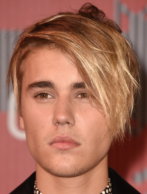 COLOR DE OJOS (clasificación y debate de personas famosas) - Página 2 Justin-bieber-hair-color-7-1365