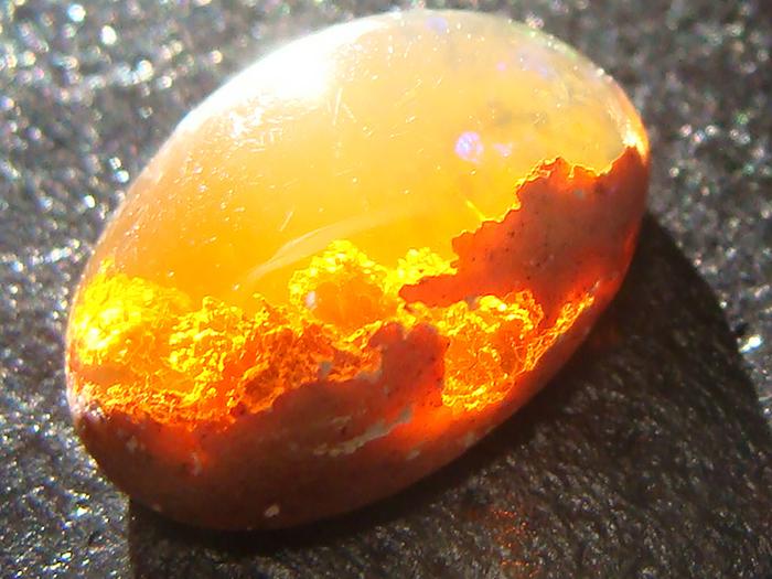 Un coucher de soleil dans une opale de feu, une galaxie dans une autre, voici quelques uns des plus beaux minéraux de la planète Amazing-stones-minerals-1__700