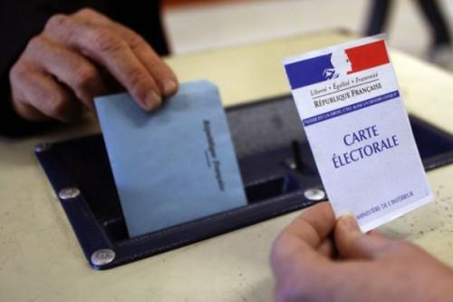 Gouvernement Valls 2 ça va valser ! Macron ne vous offrira pas de macarons...:) Bureau-de-vote-500x333