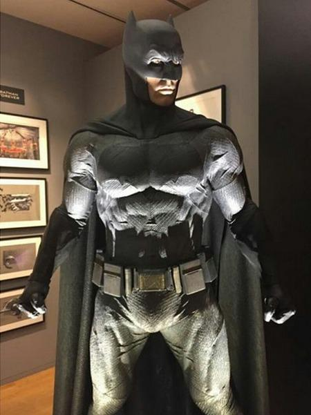 BATMAN VS SUPERMAN : L'AUBE DE LA JUSTICE - Page 11 Batman-costume-batman-vsuperman