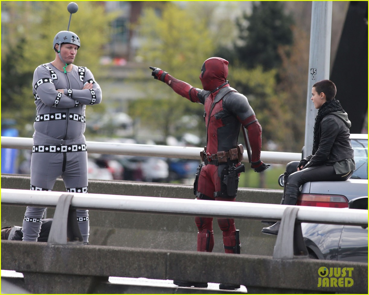 DEADPOOL - Page 3 Deadpool-movie-tournage-shooting-pose-colossus
