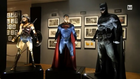 BATMAN VS SUPERMAN : L'AUBE DE LA JUSTICE - Page 11 Wonder-woman-batman-superman-costumes-580x328