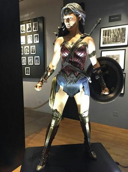 BATMAN VS SUPERMAN : L'AUBE DE LA JUSTICE - Page 11 Wonder-woman-costume-batman-v-superman