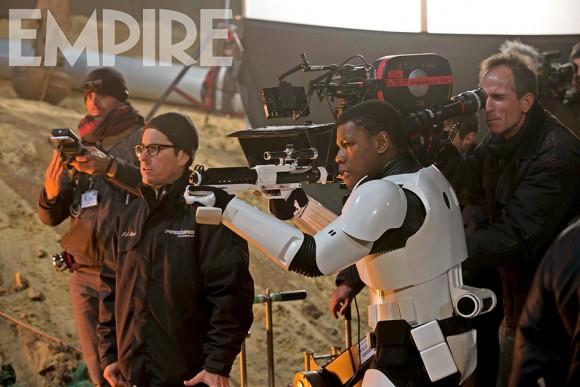 Star Wars : Le Réveil de la Force [Lucasfilm - 2015] - Page 2 Star-wars-empire-force-awakens-finn-580x387