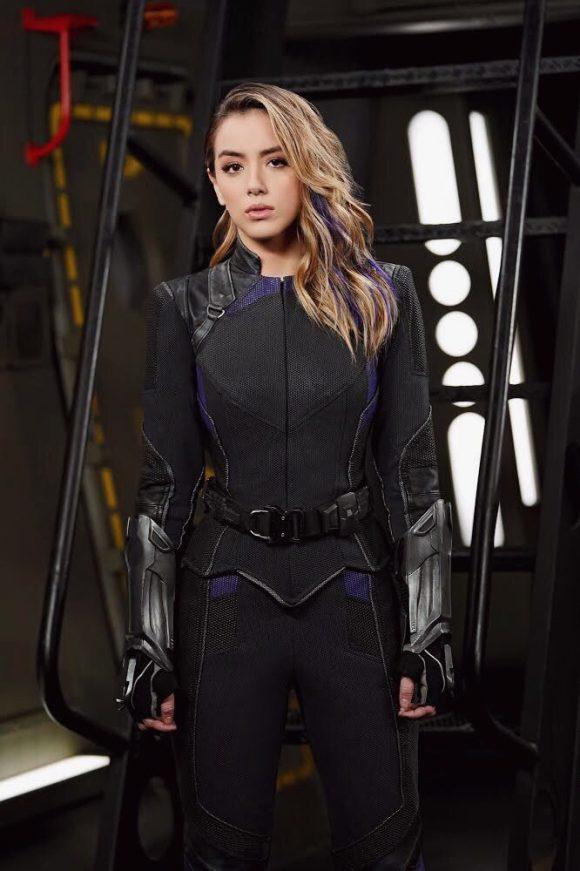 Les Agents du S.H.I.E.L.D [ABC/Marvel - 2013] - Page 9 DsKym91VYAA2z1v-580x871