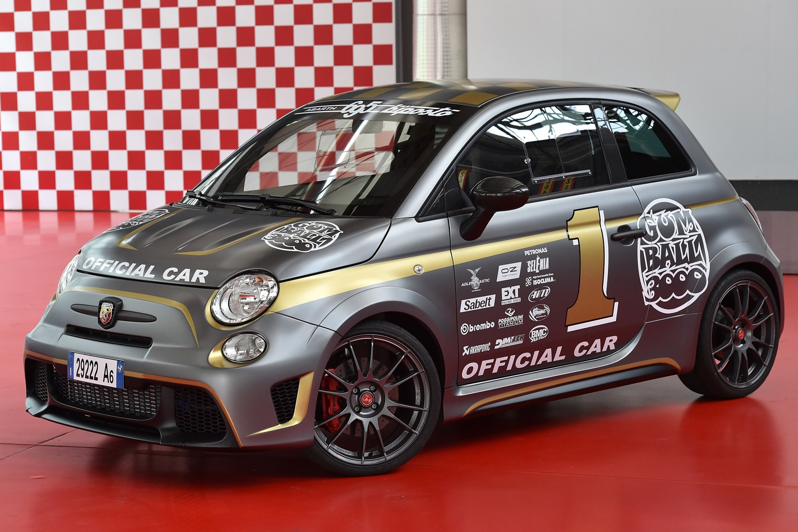 [Fiat] 500 Abarth - Page 13 Abarth-695-Biposto-Gumball-official-car-1%25255B4%25255D