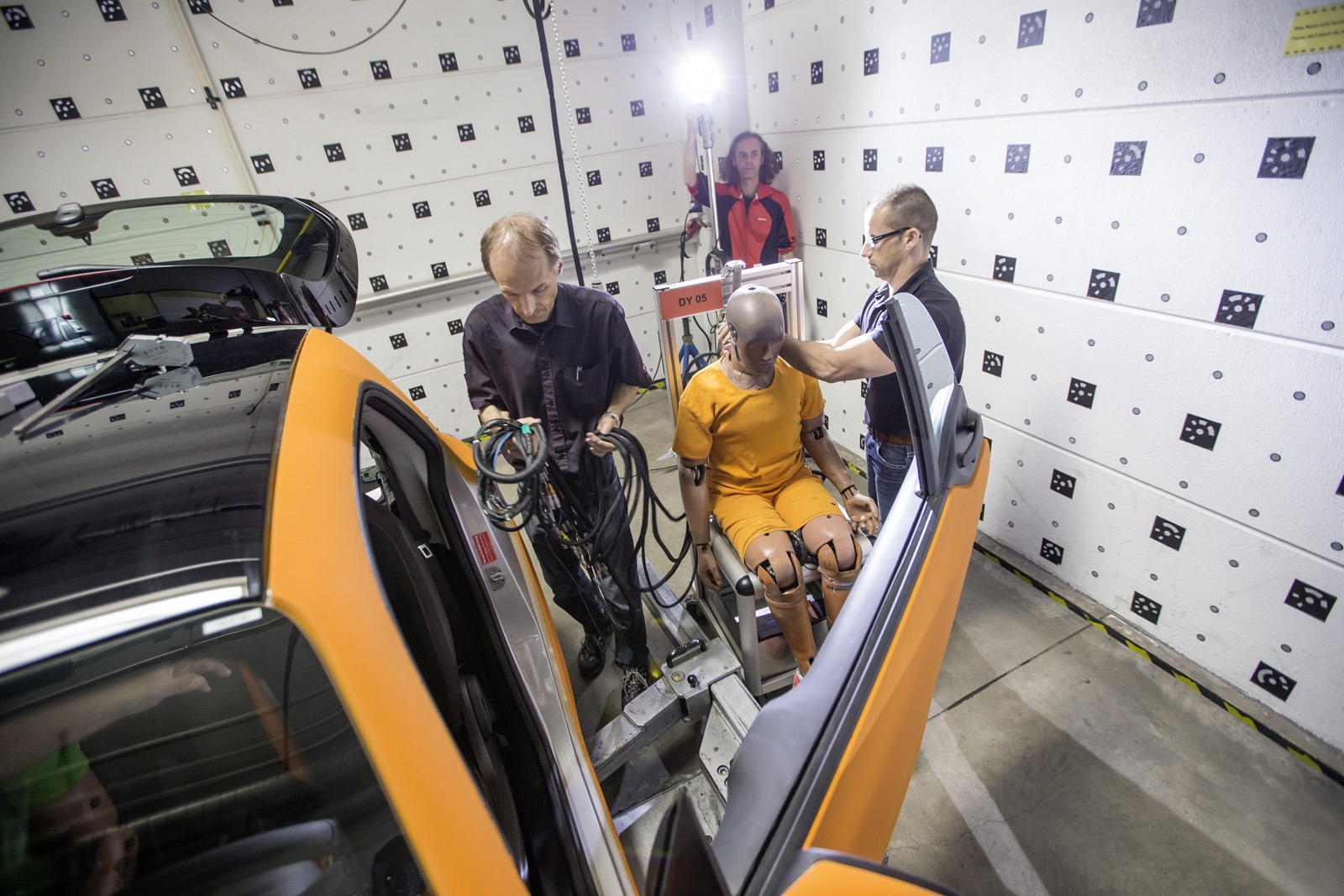 2014 - [Smart] ForTwo III [C453] - Page 19 Smart-ForTwo-Mercedes-S-Class-crash-test-3%25255B3%25255D