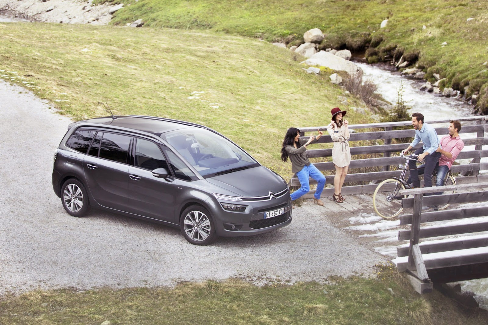 [SUJET OFFICIEL] Citroën Grand C4 Picasso II  - Page 4 Citroen-Grand-C4-Picasso-21%25255B2%25255D