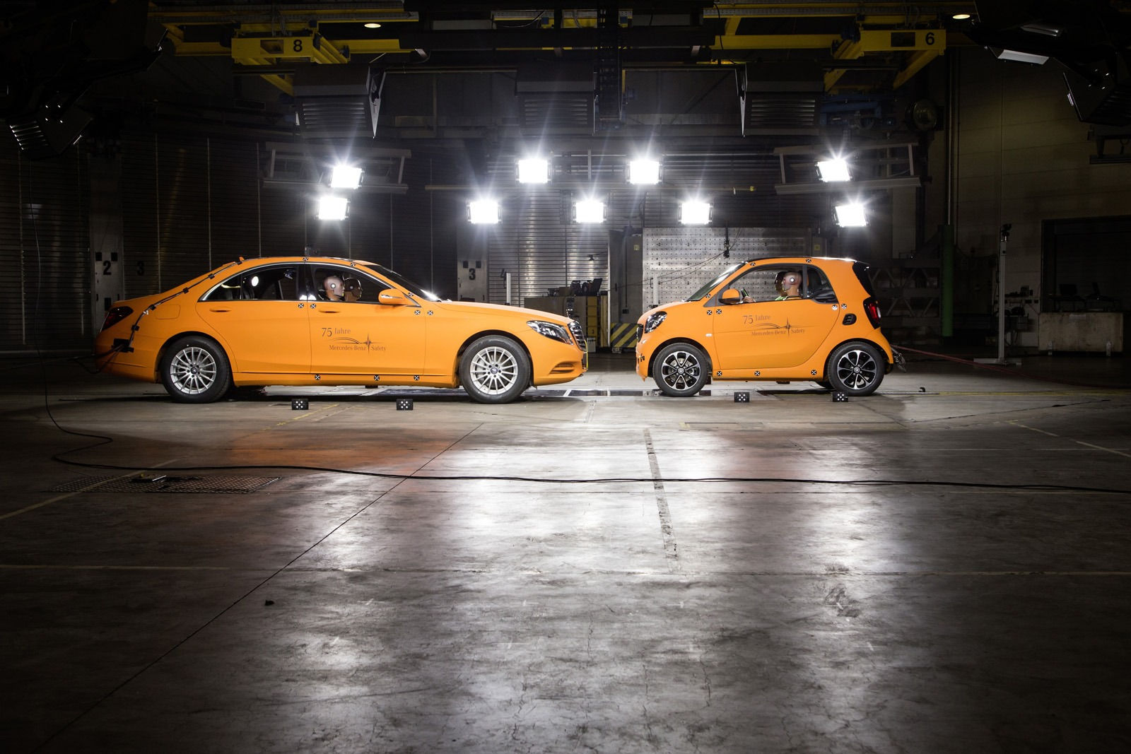 2014 - [Smart] ForTwo III [C453] - Page 19 Smart-ForTwo-Mercedes-S-Class-crash-test-5%25255B3%25255D