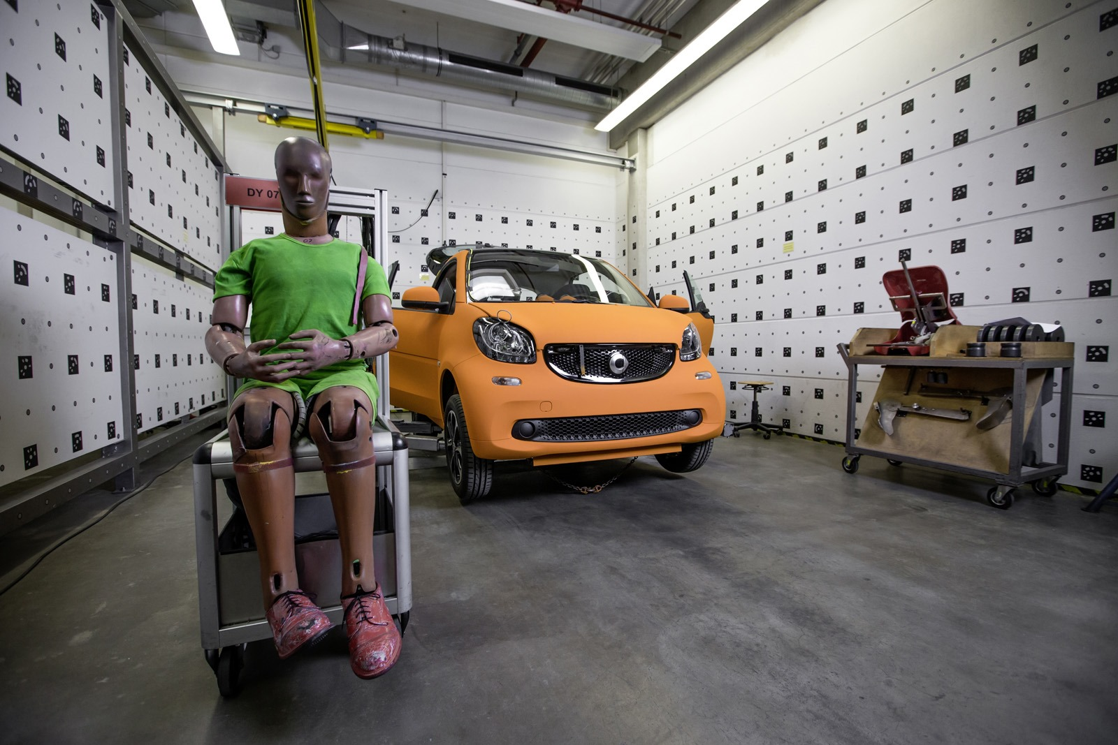 2014 - [Smart] ForTwo III [C453] - Page 19 Smart-ForTwo-Mercedes-S-Class-crash-test-1%25255B3%25255D